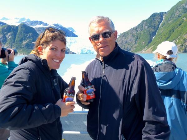 爸爸和我在阿拉斯加的水里
