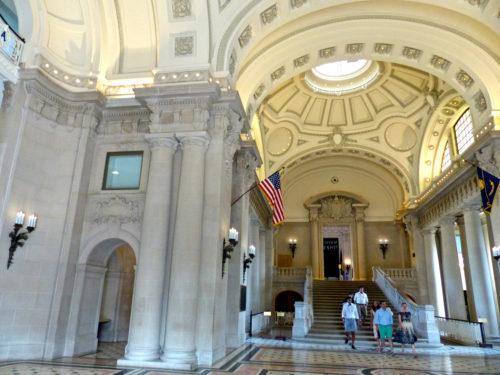 大厅里的大厅里的大门。哥伦比亚大学,最大的世界