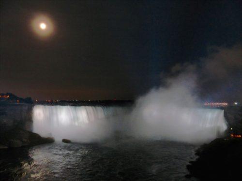 niagara-falls-lit-up-at-night